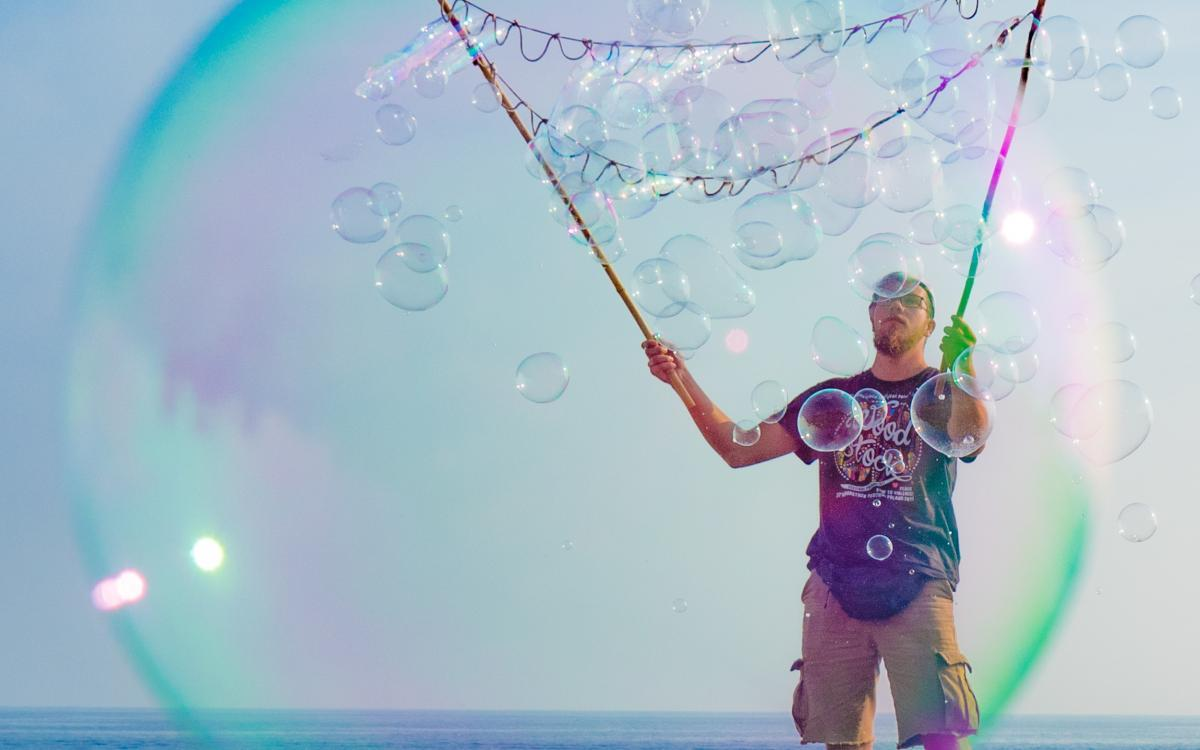 Boy in a bubble von Pia Parolin - Flow und kreativ