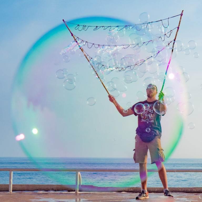 Boy in a bubble von Pia Parolin - Flow und kreativ